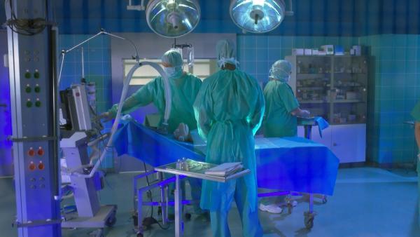 Wolle wird operiert. | Rechte: NDR/Sesame Workshop