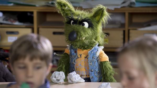 Der Wolf ärgert seine Klassenkameraden. | Rechte: NDR/Sesame Workshop