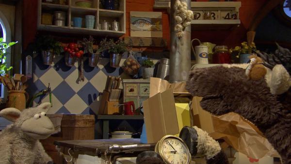 Wolle und Pferd haben eine tolle Uhr geschenkt bekommen. | Rechte: NDR/Sesame Workshop