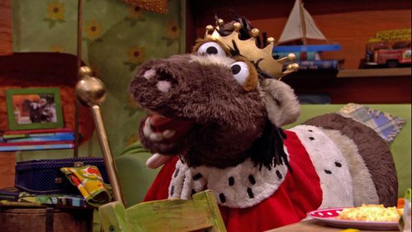 Pferd beschließt König zu werden, damit er endlich alles allein entscheiden kann.   Rechte: NDR/Sesame workshop
