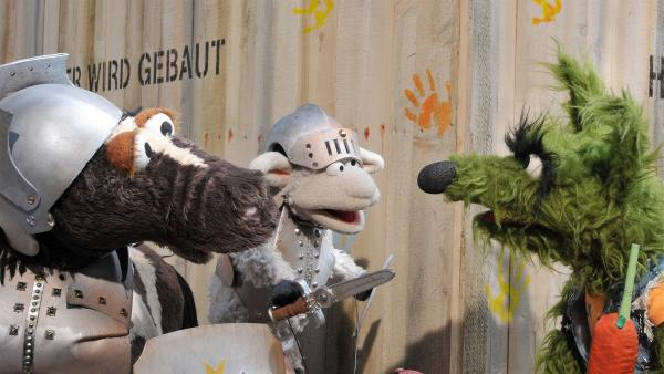 Pferd und Wolle haben Angst vor dem Wolf, bei dem sie ihr Wollophon vergessen haben ... | Rechte: NDR/Uwe Ernst