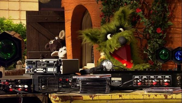Sommerfest in der Möhre. Der Wolf war eigentlich nicht eingeplant. Doch als der von der Party hört, kommt plötzlich alles anders, als Wolle und Pferd sich das gedacht hatten... | Rechte: NDR/Studio Hamburg