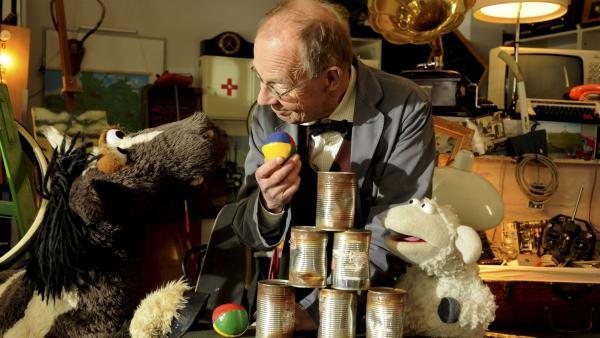 Als Wolle und Pferd zur Werkstatt von Nepomuk Nagel (Hans-Peter Korff) gehen, passiert etwas, das sie ihr Computerspiel fast vergessen lässt...   Rechte: NDR/Gerd Tratz