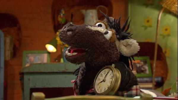 F. 128 Tante Hüflis Uhr: Wolle und Pferd haben eine tolle Uhr geschenkt bekommen | Rechte: NDR Foto: Screenshot