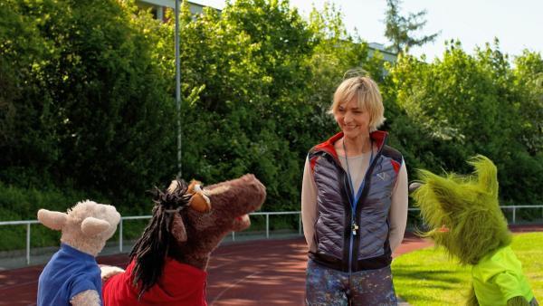 Folge 150: Die Olympiasiegerin Heike Drechsler leitet die Möhrympischen Spiele. | Rechte: NDR/Sesame Workshop