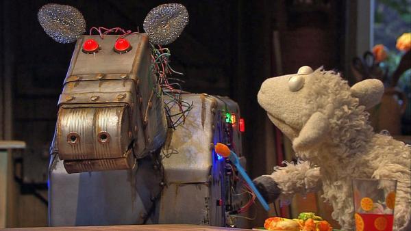 Wolle mit einem Roboterpferd. | Rechte: NDR Foto: Thortsen Jander