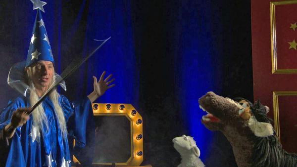 Wolle und Pferd mit Ingolf Lück als Zauberer. | Rechte: NDR Foto: Screenshot