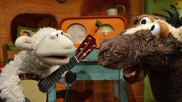 Wolle mit seinem Banjo redet mit Pferd | Rechte: NDR Foto: Uwe Ernst
