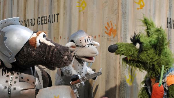 Pferd und Wolle als Ritter treffen Wolf | Rechte: NDR / Uwe Ernst