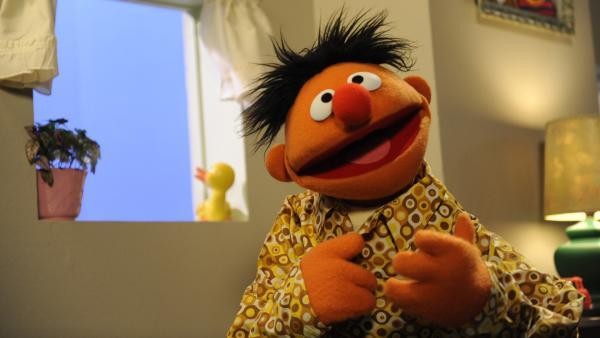 Ernie lädt zum Teekränzchen der besonderen Art. | Rechte: NDR/Sesame Workshop/Zach Hyman