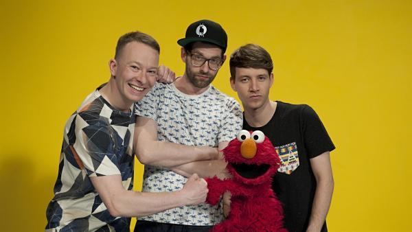 "Elmo begrüßt ""Deine Freunde"" in der Sesamstraße. | Rechte: NDR/Olga Samuels"