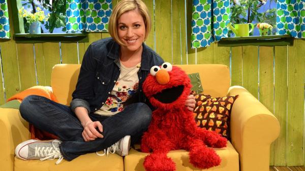 Elmo (re.) und Julia (li.) erraten Obstsorten. | Rechte: NDR