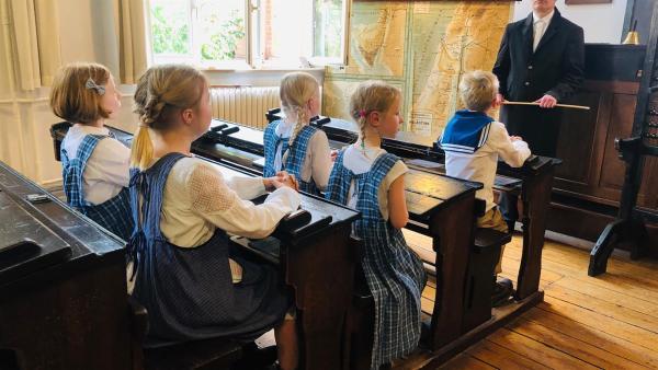 Lehrer in der Kaiserzeit waren sehr streng! | Rechte: NDR