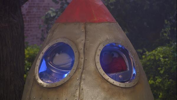 Auf dem Weg zum Mond: Elmo (re.) und Wolle (li.)   Rechte: NDR