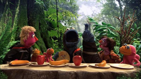 "Krümelmonster (3.v.r.) in der ""Hunger Games""-Parodie ""Hungerspiel – rette Dein Fell!"" 