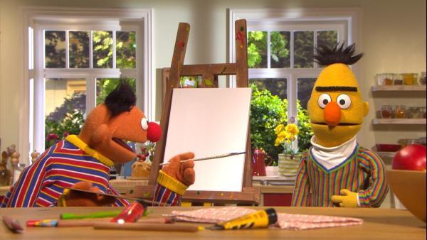 Ernie (l.) will Berts (r.) Pullover malen. | Rechte: NDR