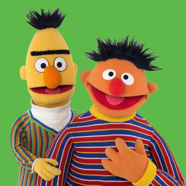 Ernie (r.) hat etwas Wichtiges vergessen: Bert | Rechte: NDR