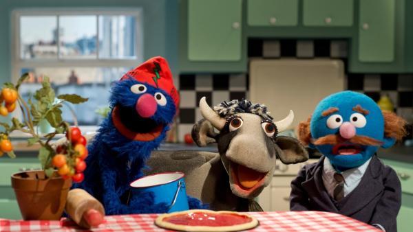 Grobi und der Blaue backen Pizza | Rechte: NDR/Sesame Workshop Foto: NDR