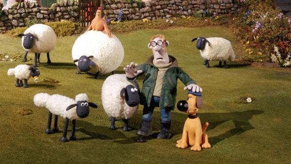 Der Bauer ist ein Eigenbrödler und lebt mit Schafen und anderen Tieren auf seinem Hof. Sein Hund Bitzer sorgt für Ordnung und passt auf. Mit zur tierischen Bande gehört Schaf Shaun (vorn, li.). | Rechte: WDR/Aardman Animations Ltd.