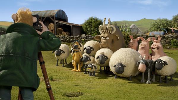 Der Farmer will ein Gruppenbild mit allen Tieren. Aber das ist nicht so einfach. | Rechte: WDR/Aardman Animation Ltd./BBC