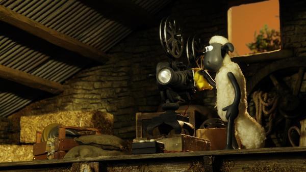 Film ab! Shaun macht einen Ausflug in die Vergangenheit. | Rechte: WDR/Aardman Animation Ltd./BBC