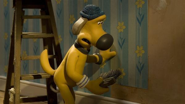 Tücken des Handwerks: Beim Tapezieren hat Bitzer den Bogen noch nicht ganz raus. | Rechte: WDR/Aardman Animation Ltd./BBC