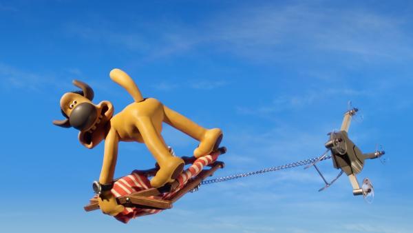 Eine Verkettung unglücklicher Ereignisse: Bitzer steigt hoch in die Luft. | Rechte: WDR/BBC/Animation Ltd