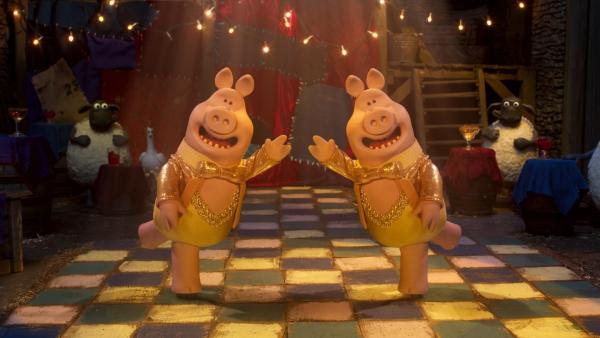 Die Schweine wollen den Tanzpokal um jeden Preis gewinnen und kämpfen wie immer mit unfairen Tricks. | Rechte: WDR/BBC/Animation Ltd
