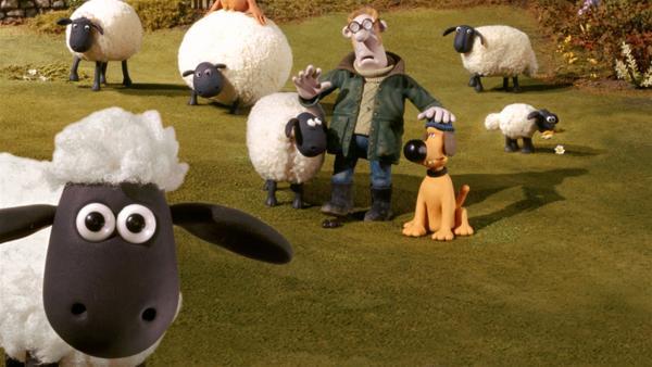 Der Bauer ist ein Eigenbrödler und lebt mit Schafen und anderen Tieren auf seinem Hof. Sein Hund Bitzer sorgt für Ordnung und passt auf. Mit zur tierischen Bande gehört Schaf Shaun (vorn, li.).   Rechte: WDR/Aardman Animations Ltd.
