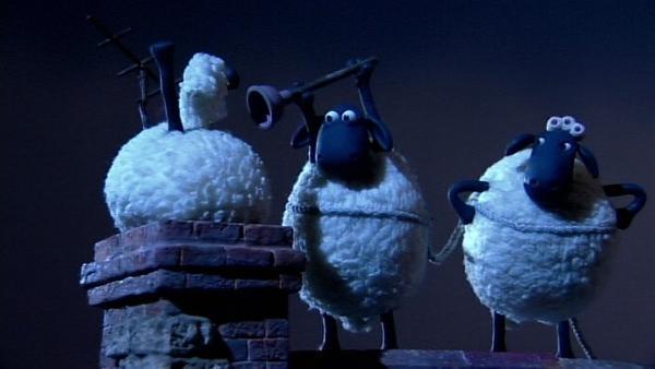 Was machen drei Schafe nachts auf einem Dach? Sie wollen Timmy retten.   Rechte: WDR/Aardman Animation Ltd./BBC