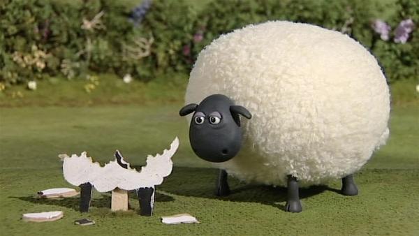 Shirley frisst einfach alles, was ihr vor die Nase kommt – auch den falschen Schafen kann sie nicht widerstehen.   Rechte: WDR/Aardman Animation Ltd./BBC