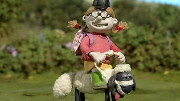 Shaun ist doch kein Pferd! Die Nichte des Farmers hat ihn als Reittier ausgesucht.   Rechte: WDR/Aardman Animation Ltd./BBC