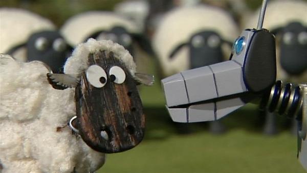 Einem falschen Hund steht ein falsches Schaf gegenüber. Wird der Roboterhund das merken? | Rechte: WDR/Aardman Animation Ltd./BBC