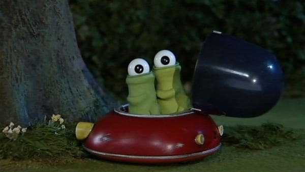 Zwei grüne Kerle sind auf der Weide gelandet. Sind das Aliens und was haben sie vor?   Rechte: WDR/Aardman Animation Ltd./BBC
