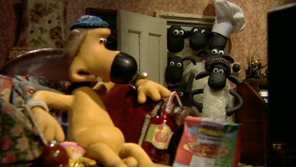 Die Schafe sind sauer. Ein Faulpelz macht sich einen schönen Tag, während sie arbeiten. | Rechte: WDR/Aardman Animation Ltd./BBC