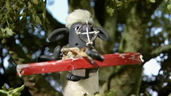 Shaun muss die Schweine überlisten. Vielleicht klappt es ja mit einem genialen Treffer. | Rechte: WDR/Aardman Animation Ltd./BBC