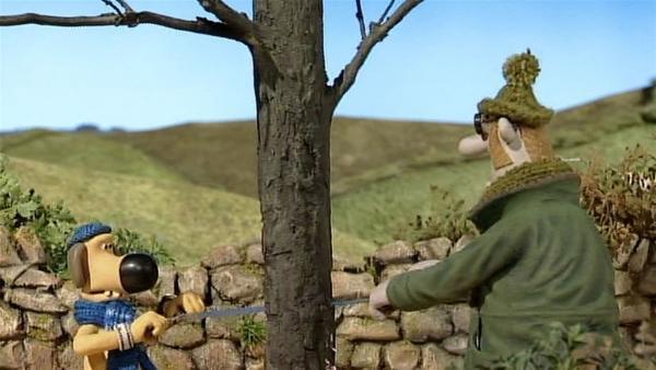 Der Baum muss weg! Bitzer hilft dem Farmer beim Fällen. | Rechte: WDR/Aardman Animation Ltd./BBC