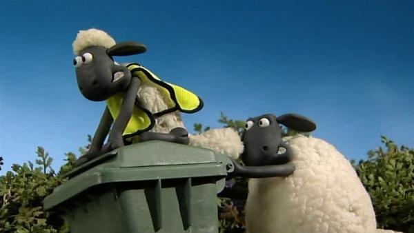 Wenn die Mülltonne zum rollenden Gefährt wird, macht Aufräumen so richtig Spaß. | Rechte: WDR/Aardman Animation Ltd./BBC