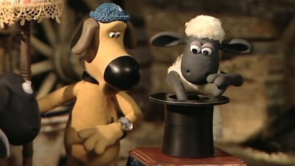 Ein magischer Hut? Hoffentlich ziehen Shaun und Bitzer nur Gutes aus dem Zylinder! | Rechte: WDR/Aardman Animation Ltd./BBC