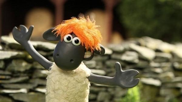 Die Perücke des Farmers sieht bei Shaun richtig gut aus. | Rechte: WDR/Aardman Animation Ltd./BBC