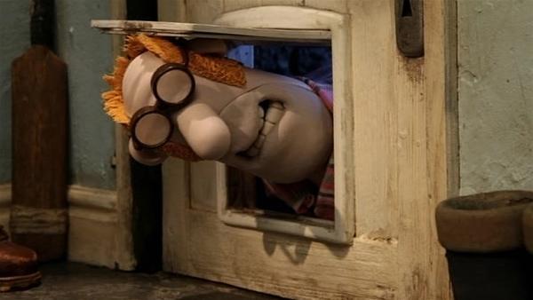 Pech gehabt, der Farmer hat sich ausgesperrt und kommt nicht mehr ins Haus. Was kann er tun? | Rechte: WDR/Aardman Animation Ltd./BBC