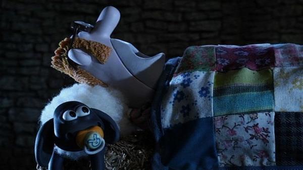 Der Farmer muss die Nacht draußen verbringen. Bei den Schafen ist es schön warm. | Rechte: WDR/Aardman Animation Ltd./BBC
