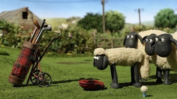 Der Farmer hat die Golfausrüstung auf der Weide gelassen. Kann Shaun ein Spiel wagen? | Rechte: WDR/Aardman Animation Ltd./BBC