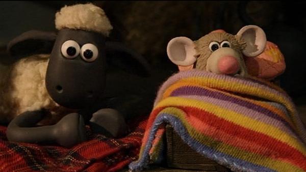 Neue Freunde! Shaun hat ein Auge auf die kleine Maus – auch in der Nacht. | Rechte: WDR/Aardman Animation Ltd./BBC