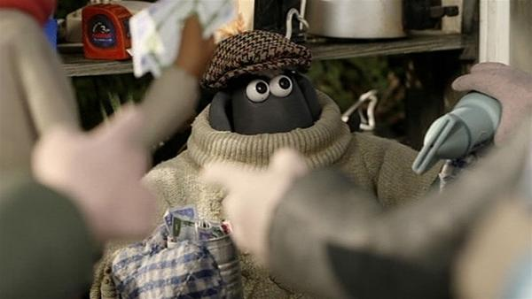 Verkleidet mit dickem Pullover und Kappe sieht kein Mensch, wer Shaun wirklich ist. | Rechte: WDR/Aardman Animation Ltd./BBC