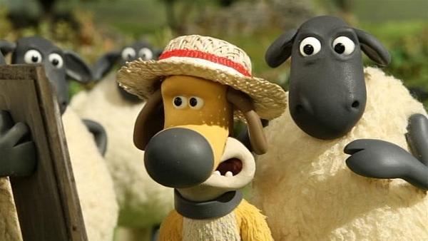 Ein Strohhut für Bitzer. Sieht doch toll aus oder gefällt er ihm etwa nicht? | Rechte: WDR/Aardman Animation Ltd./BBC