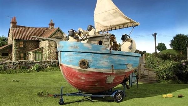 Hochseegefühle auf grüner Wiese, der Wind bläht das Segel. Die Schafe sind begeistert.   Rechte: WDR/Aardman Animation Ltd./BBC