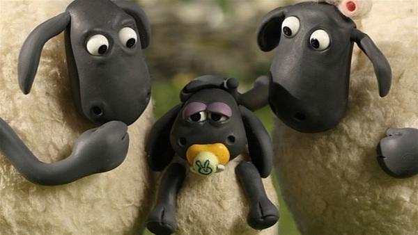 Timmy ist entsetzt. Sein Lieblingsspieltier ist unter dem Riesenbrocken festgeklemmt. | Rechte: WDR/Aardman Animation Ltd./BBC