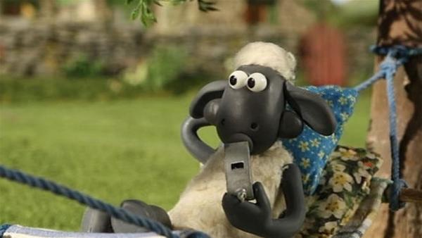 Wer ist am Ende der bessere Triller-Pfeifer, Shaun oder Bitzer? | Rechte: WDR/Aardman Animation Ltd./BBC