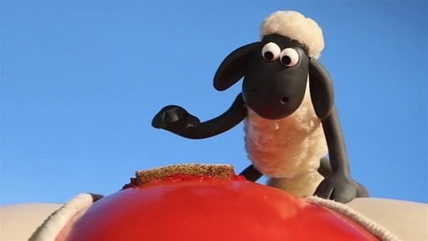 Ein Marmeladenbrot als Flicken. Hoffentlich geht das gut und die Luft bleibt im Ballon. | Rechte: WDR/Aardman Animation Ltd./BBC